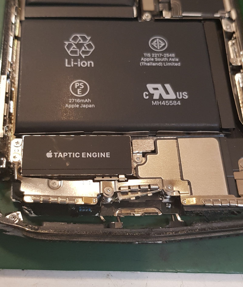 6階ベランダから落下させて全く動かず、充電口の接続も出来ないiPhoneX