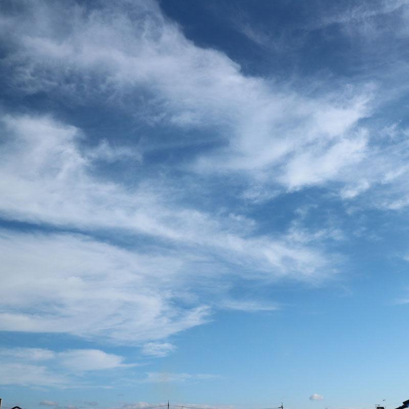 京都市下京区四条烏丸の心療内科、女医のいるメンタルクリニック、青空と雲
