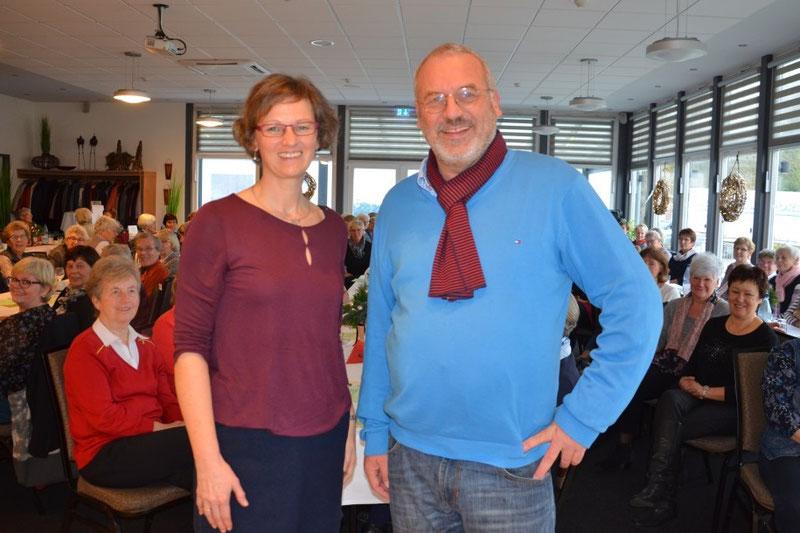 Freuen sich über einen gelungenen Vormittag: Vorsitzende Andrea Beckdorf und Autor Thomas Rosteck