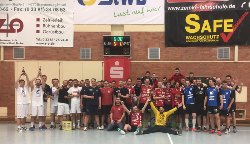 Gemeinsames Siegerfoto nach dem Spiel - Sieger war der Sport in der Havelstadt!