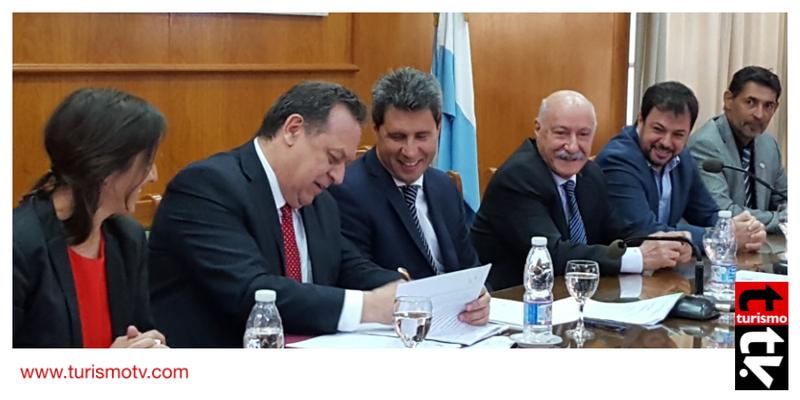 Gustavo Santos y el gobernador de San Juan, Sergio Uñac