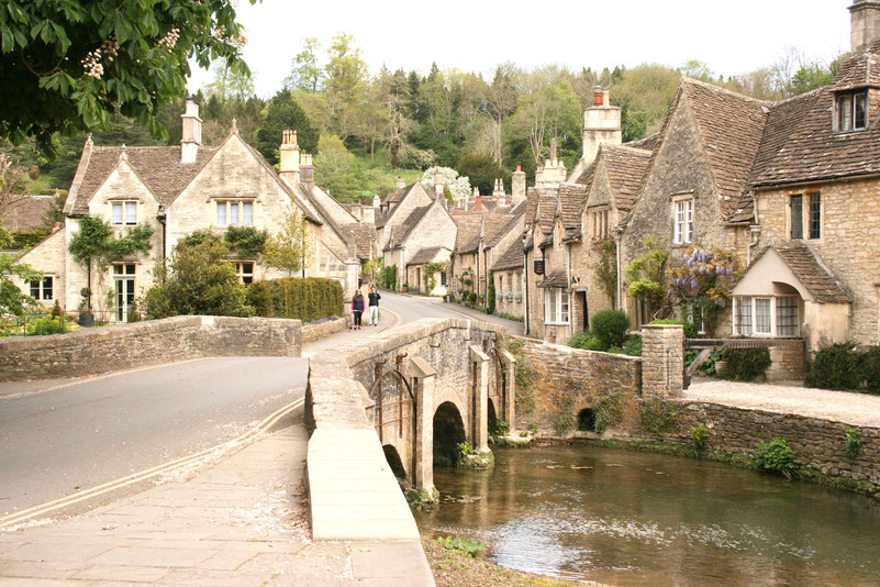 Cotswolds UK ofpenguinsandelephants The Ultimate Guide to Exploring the Cotswolds pretty village Castle Combe