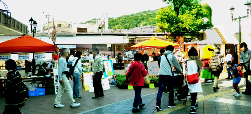 箕面駅前ステージ前の風景/山とみどりのフェスティバル