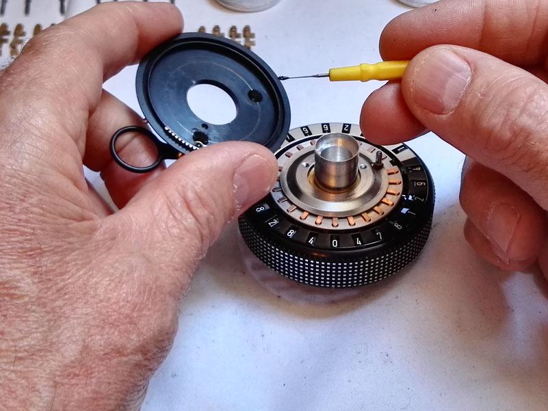 Graissage du circuit d'appui de la pinule de mise à zéro