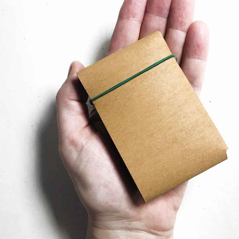 das kleine Portemonnaie liegt gut in der Hand