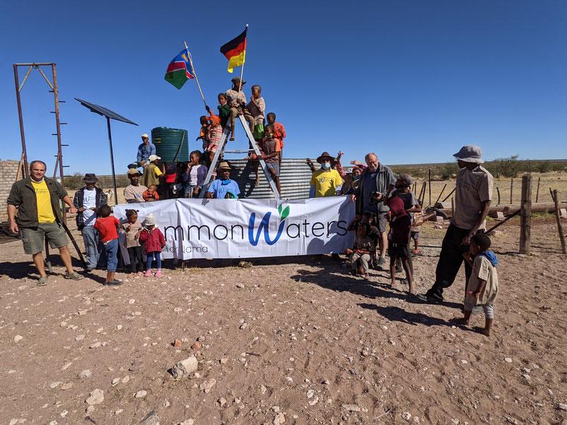Wir haben einen entscheiden Erfolg. Nicht nur dass der erste Brunnen erfolgreich läuft, auch weitere vier laufen inzwischen und vier sind in der Vorbereitung. Nein! - inzwischen bittet das Minisiterium of Watersupply uns, notfallmäßig den Nama zu helfen.