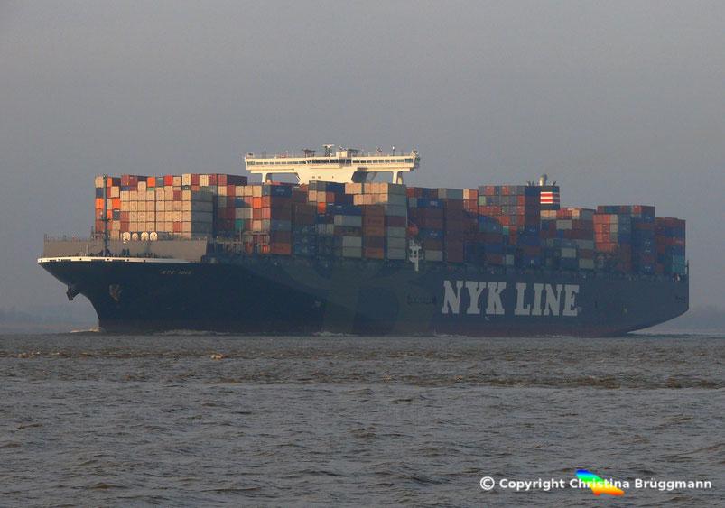 Containerschiff NYK CRANE auf der Elbe 21.12.2016