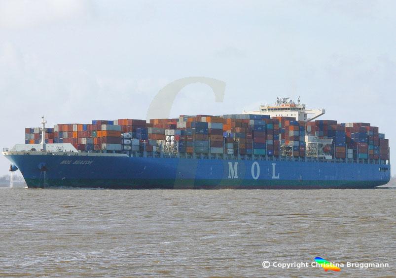 """Containerschiff MOL BEACON"""" auf der Elbe 15.03.2017"""