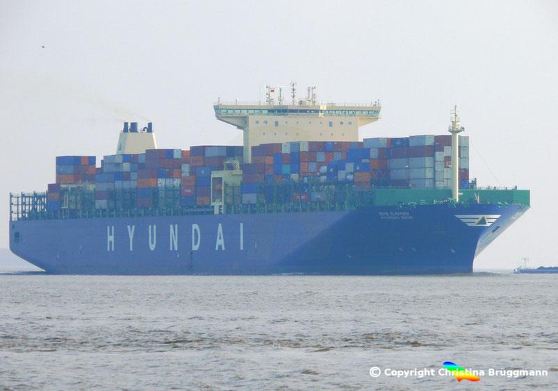 """Containerschiff """"HYUNDAI DRIVE"""" auf der Elbe 23.03.2015"""