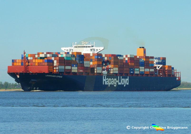 """Hapag-Lloyd Containerschiff """"LEVERKUSEN EXPRESS"""" am 19.04.2017 auf der Elbe"""