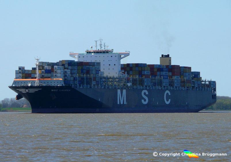 Containerschiff MSC LAUREN, Richtung Hamburg auf der Elbe