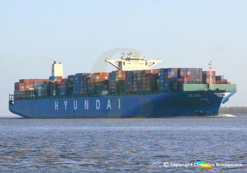 """Containerschiff """"HYUNDAI SMART"""" auf der Elbe  09.02.2015"""