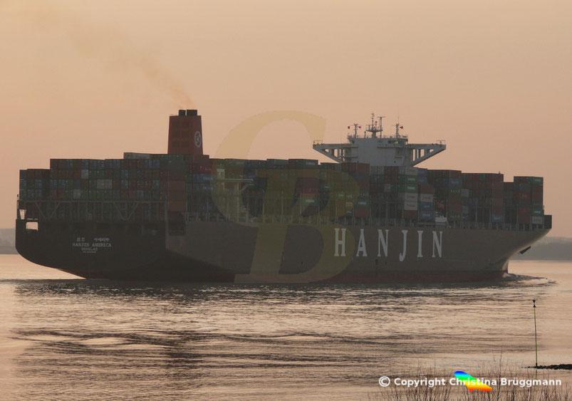 """Containerschiff """"Maersk ENSHI"""" als ex """"HANJIN AMERICA"""" auf der Elbe bei Sonnenuntergang 18.03.2015"""