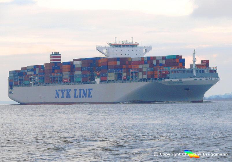 """Containerschiff  """"NYK HYPERION"""" bei Ausreise von Hamburg auf der Elbe 27.03.2015"""