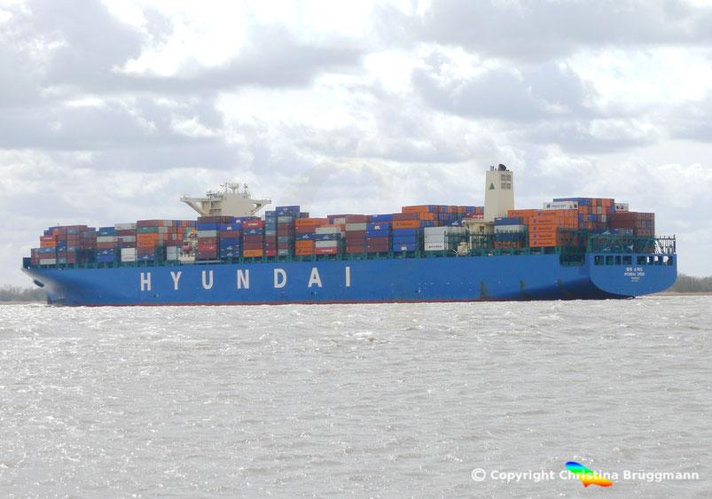 """Containerschiff """"HYUNDAI SPEED"""" auf der Elbe 13.04.2015"""