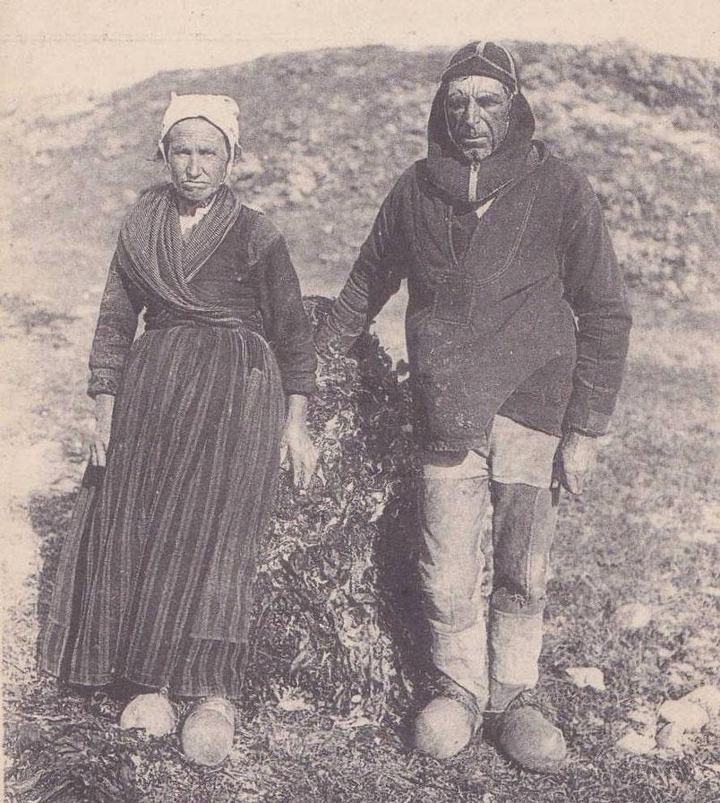 Constance Dilasser et Yves Creach  de l'île de Sieck, Yves est coiffé du calaboussen des goémoniers du Léon. En 1881, 53 habitants sur l'île de Sieck réparti en 9 foyers