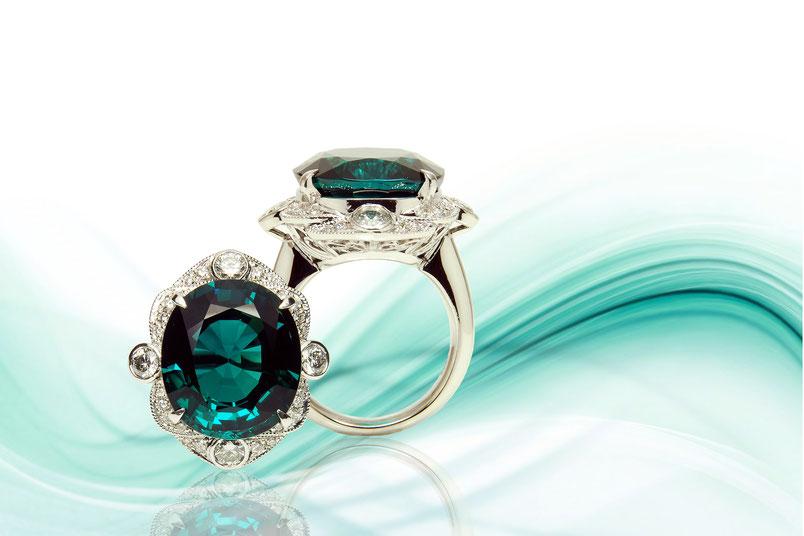 中川商店では、ダイヤ・宝石・真珠・イタリアンジュエリー等、豊富な在庫を持ち合わせていますので、お困りなこと等がございましたらお気軽にご連絡ください。