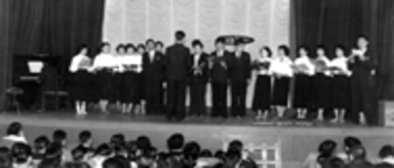 昭和30年(1955年)埼玉県立本庄高等学校同窓会で校歌を歌う柏グリークラブ
