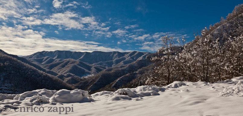 Dopo la nevicata vista sulla dorsale del Parco Nazionale delle Foreste Casentinesi.