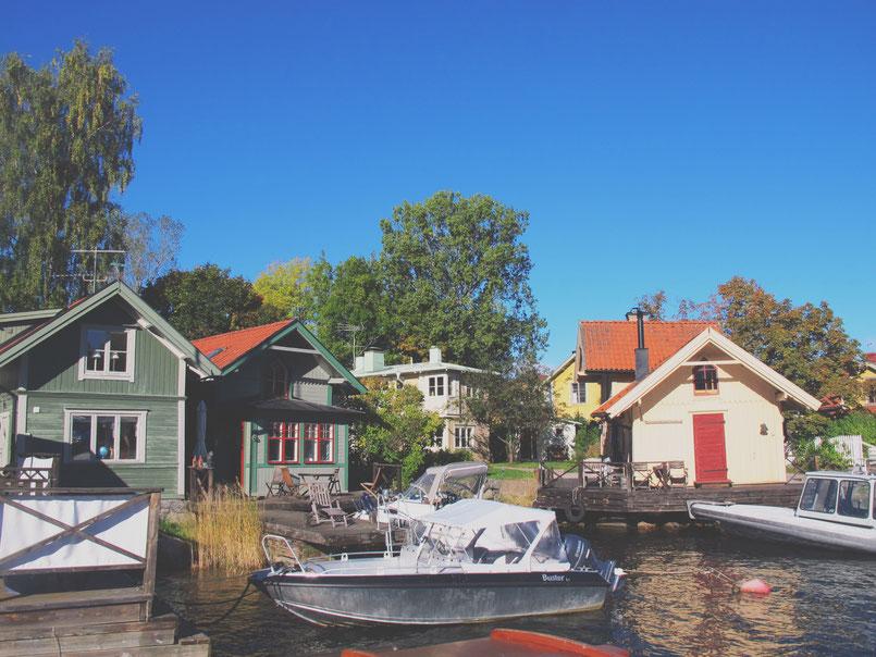 bigousteppes suède archipel bateaux bois couleur bleu ciel mer