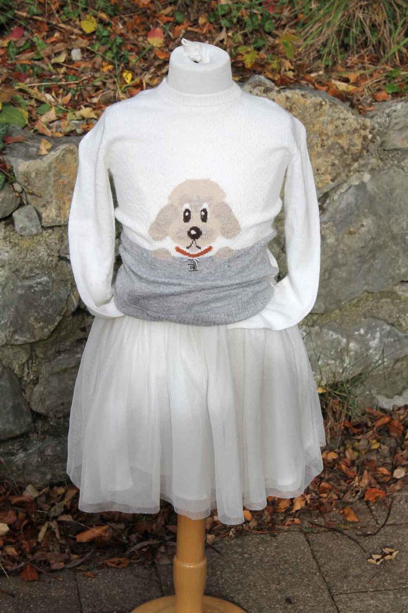 Second-Hand: Bezaubernder winterlich-weißer Kinderstrickpulli mit eingestricktem süßen Hundemotiv.