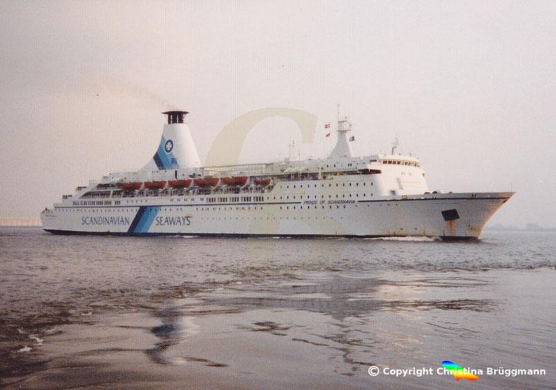 Fährschiff PRINCE OF SCANDINAVIA vor Blankenese 06.1997