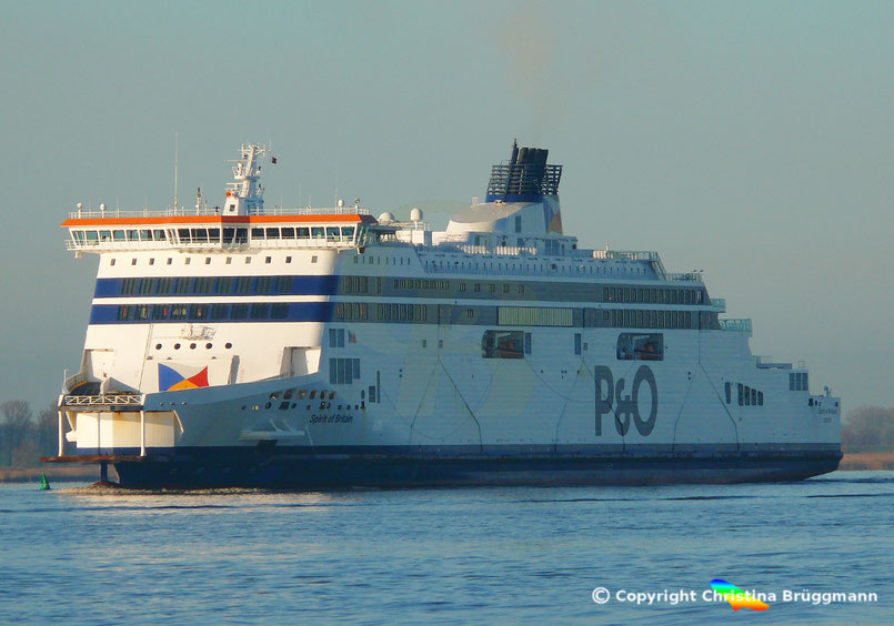 Fährschiff SPIRIT OF BRITAIN auf dem Weg zur Werft Blohm & Voss, 03.01.2019