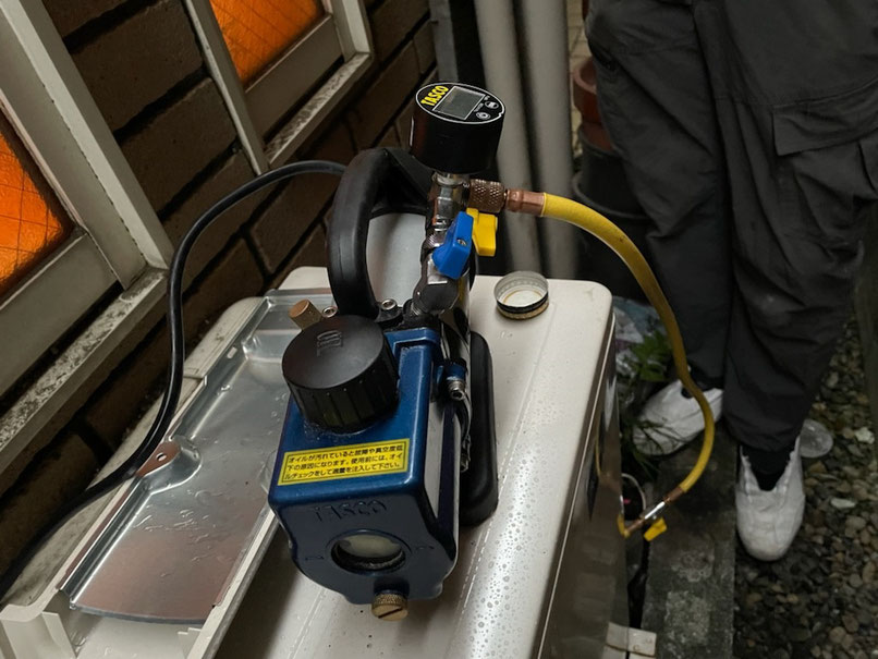 TASCO社製のエアコン設置用の真空ポンプ