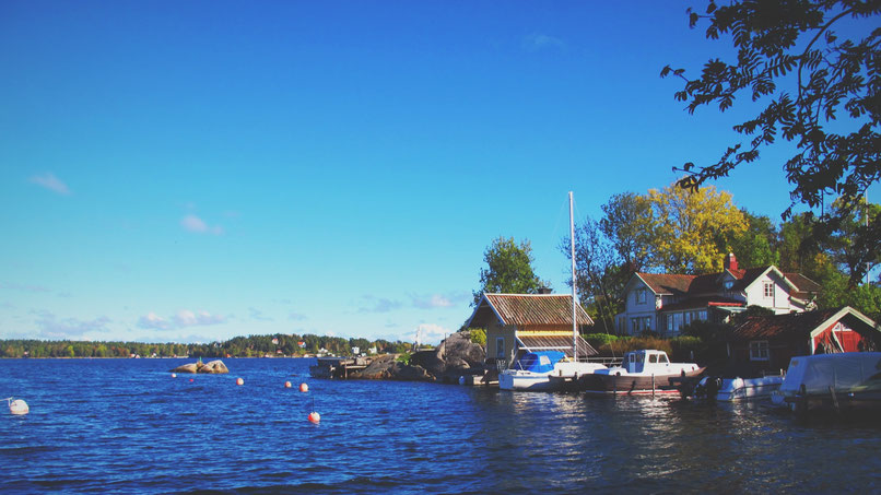 vaxholm suède bigousteppes archipel mer ciel bleu cabane bateaux
