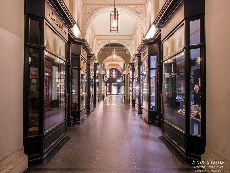 Passage zwischen Alsterarkaden und Neuem Wall.  Hier ist die exklusivste Einkaufsgegend Hamburgs.