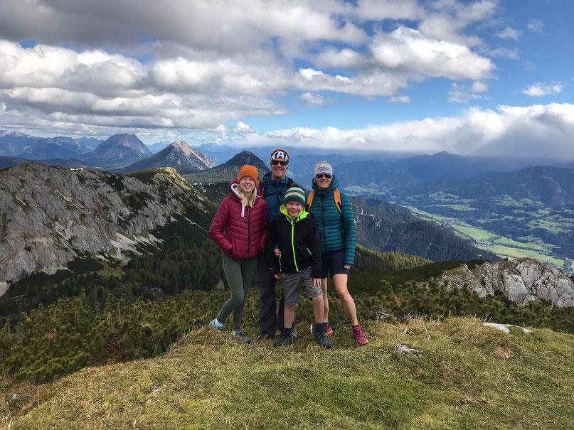 Evelyn, Florian, Linda und Jonas Steiner aus Ramsau am Dachstein, Alpenblick Appartements