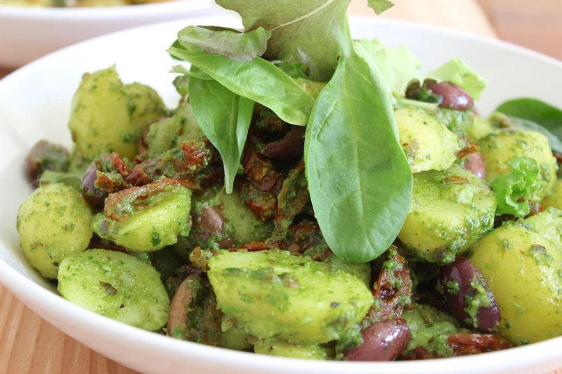 Kartoffelsalat mediterran - perfekte Beilage zu Fisch und Gegrilltem!