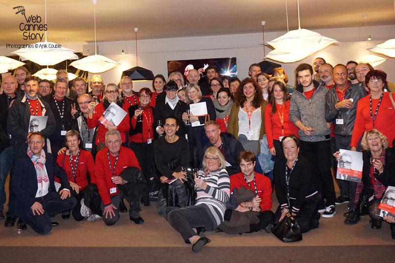La photo de famille des bénévoles - Clôture du Festival Lumière - Lyon - Octobre 2015 - Photo © Anik COUBLE