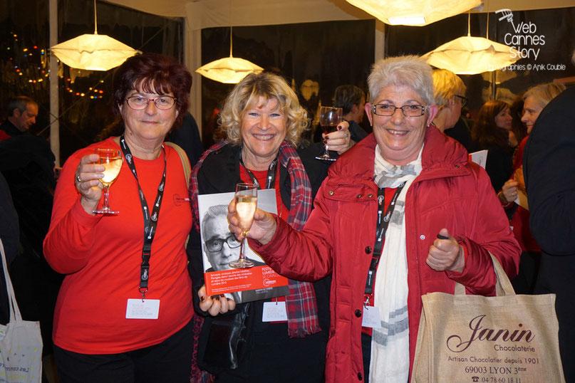 3 charmantes bénévoles, lors de la fête en leur honneur - Clôture du Festival Lumière - Lyon - Octobre 2015 - Photo © Anik COUBLE