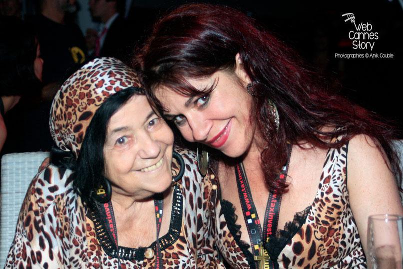 Pascaline Benito et Esméralda Petit-Benito, les célèbres femmes panthères et leur étonnante et tendre complicité - Festival de Cannes 2009 - Photo © Anik Couble