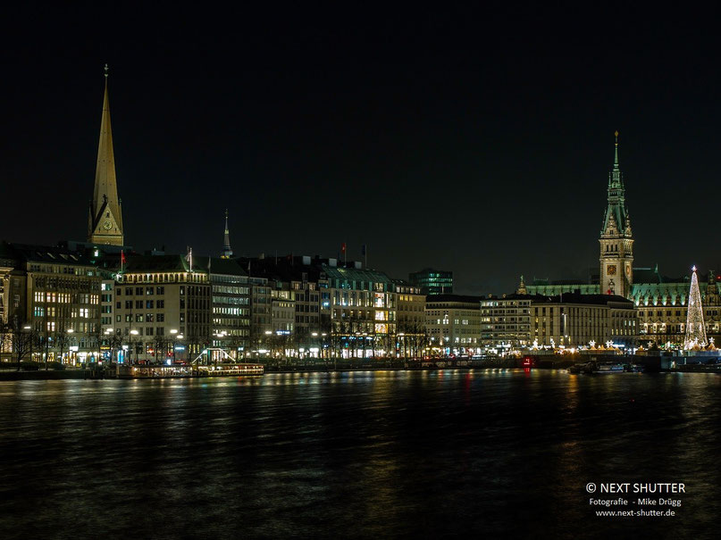 Hamburg an Weihnachten - gesehen von der Lombardsbrücke : ein Träumchen !