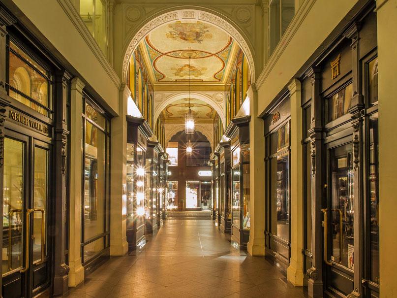 Die Mellin - Passage am Neuen Wall. Hamburgs älteste und zugleich kleinste Einkaufspassage.