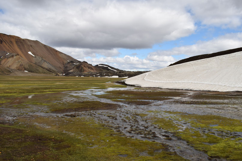 Snow in Vondugil - June -day hikes from Landmannalaugar