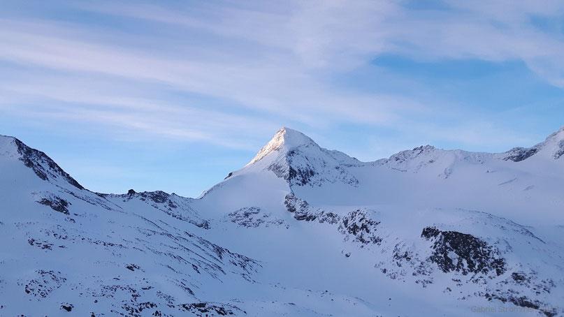 Großer Geiger (3360 m) im Licht der aufgehenden Sonne - Fotostandort: knapp oberhalb der Kürsinger Hütte