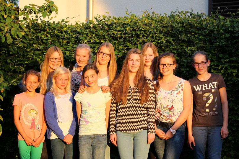 "2015 v.l.: Mara,Laura,Yannika,Mia,Lana,Lina,Lea,Marie ""gross"",Maja,Marie ""klein"""