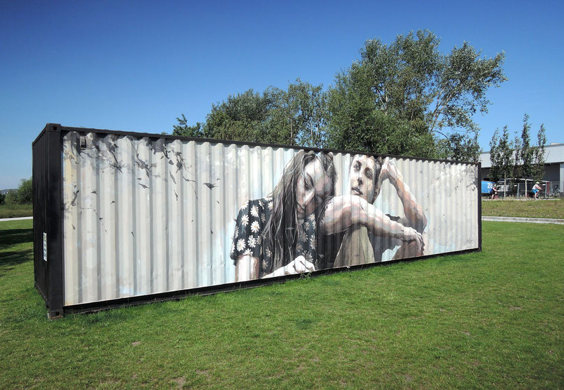 """""""Die Weiße Rose"""" von Arkane –Wandmalerei auf einem Container. Foto: Christoph Schumann, 2020"""
