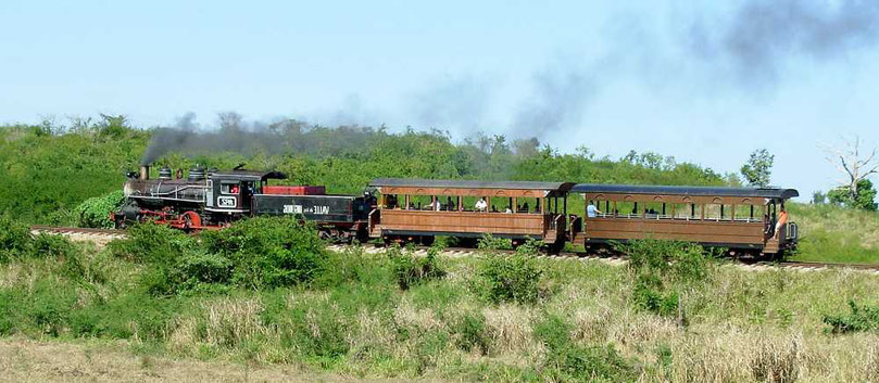 Alter Zug mit Dampflok