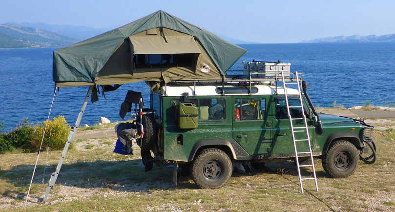 Tembo 4x4 rooftop tent at the Adriatic Sea