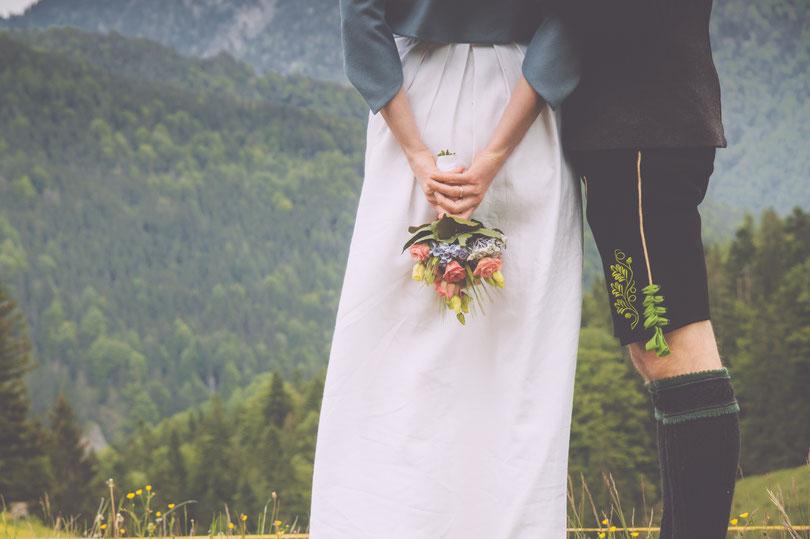 Strauß und Fliege, Johann-Jakob Wulf, Freie Trauung, Hochzeit, Hochzeitsredner, Bayern, My Funky Wedding, München, Blog, Photgraph, Fotograf, Hochzeitsfotograf, Alpen, Lederhose, Dirndl