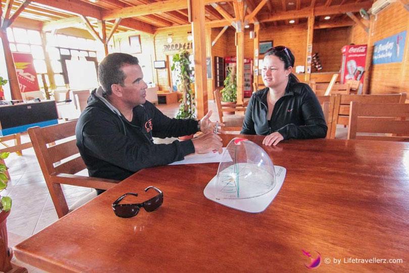 Theorie lernen beim Kitekurs in Somabay
