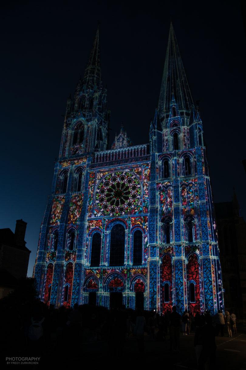 Chartres en Lumières. Hier die Kathedrale.