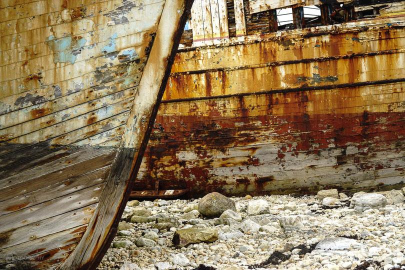 Kein Gemälde von Gaugin - der malte zwar nicht weit von hier - sondern der Schiffsfriedhof von Camaret.