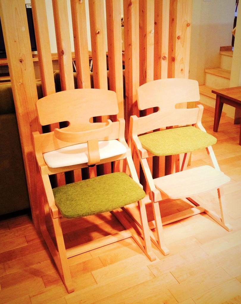 姿勢を守る椅子2脚を入荷の様子