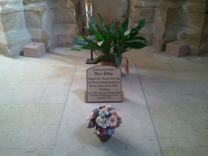 Das Grabmal von Abt Philipp in der Apsis der Abteikirche