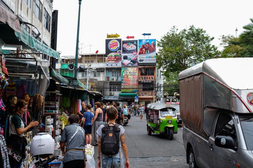"""Auf der Backpacker Straße """"Khao San Road"""" Hier musst du verhandeln können!"""